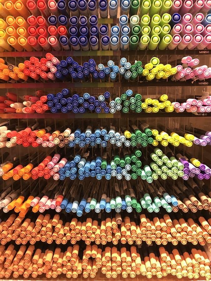 Interiores de la tienda de Miniso - efectos de escritorio y plumas fotos de archivo libres de regalías