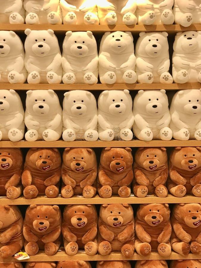 Interiores de la tienda de Miniso - juguetes fotografía de archivo