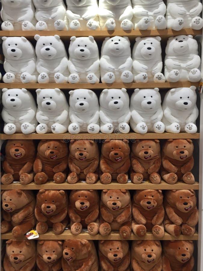 Interiores de la tienda de Miniso - juguetes imagen de archivo