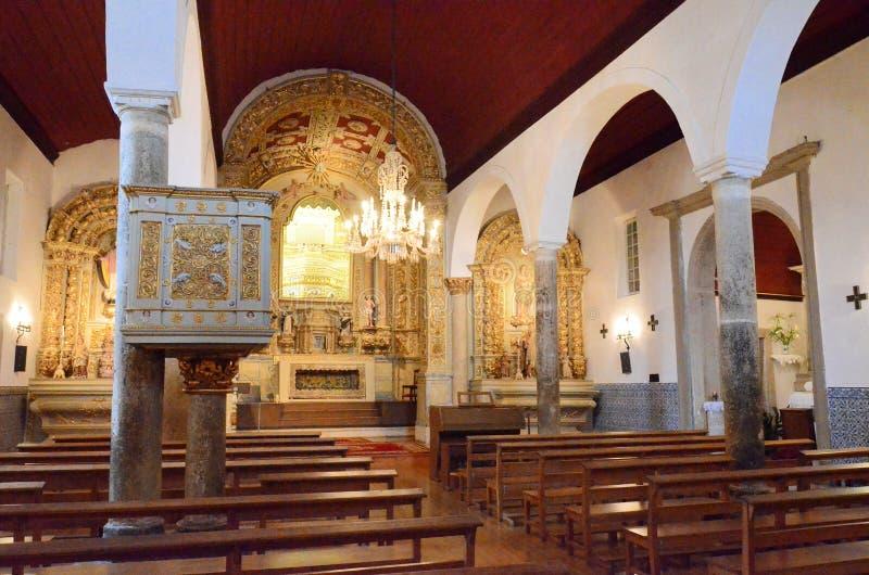 Interiores de uma igreja cristã imagem de stock