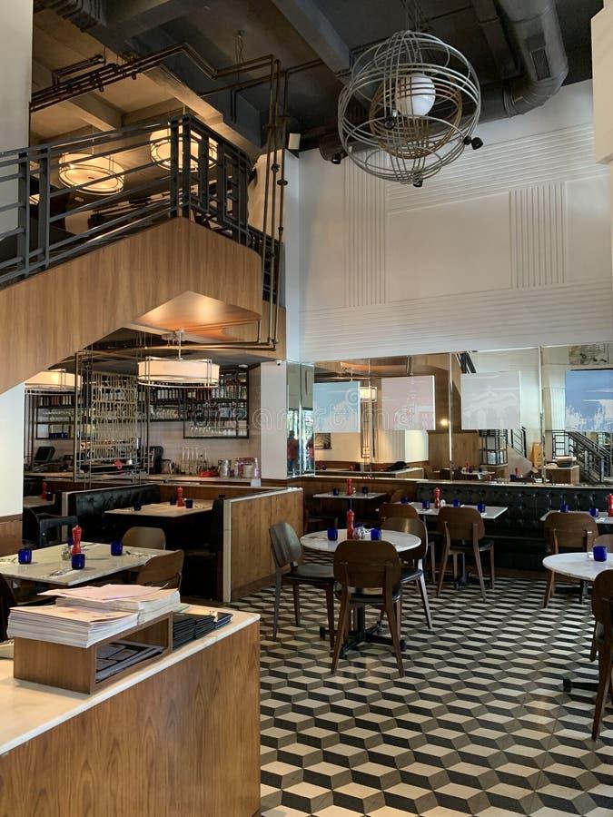 Interiores del restaurante de PizzaExpress, Colaba la India, Rudyard Kipling imágenes de archivo libres de regalías