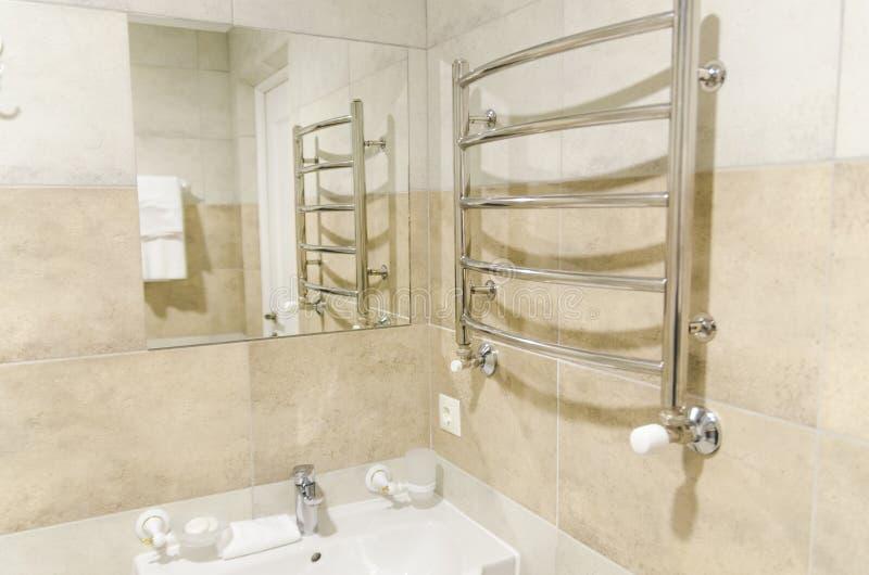 Interiores do banheiro imagens de stock