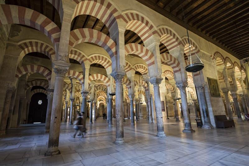 Interiores do Mezquita em Córdova imagem de stock