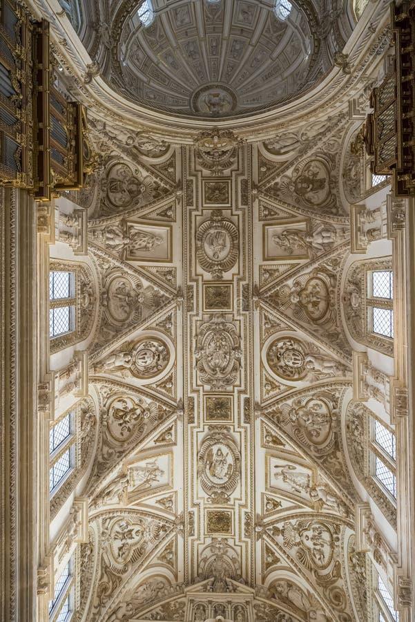 Interiores do Mezquita em Córdova imagens de stock royalty free
