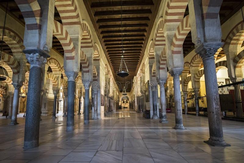 Interiores do Mezquita em Córdova fotografia de stock royalty free