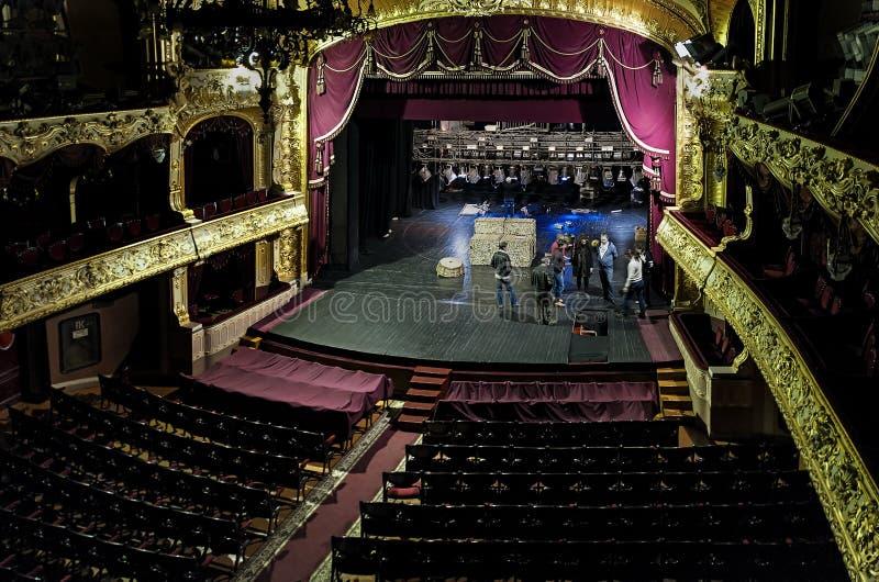 Interiores do teatro do drama de música de Chernivtsi em Chernivtsi, Ucrânia imagem de stock royalty free