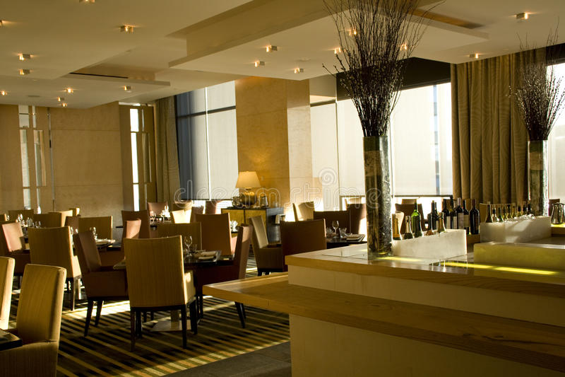 Interiores luxuosos do restaurante da barra imagem de stock