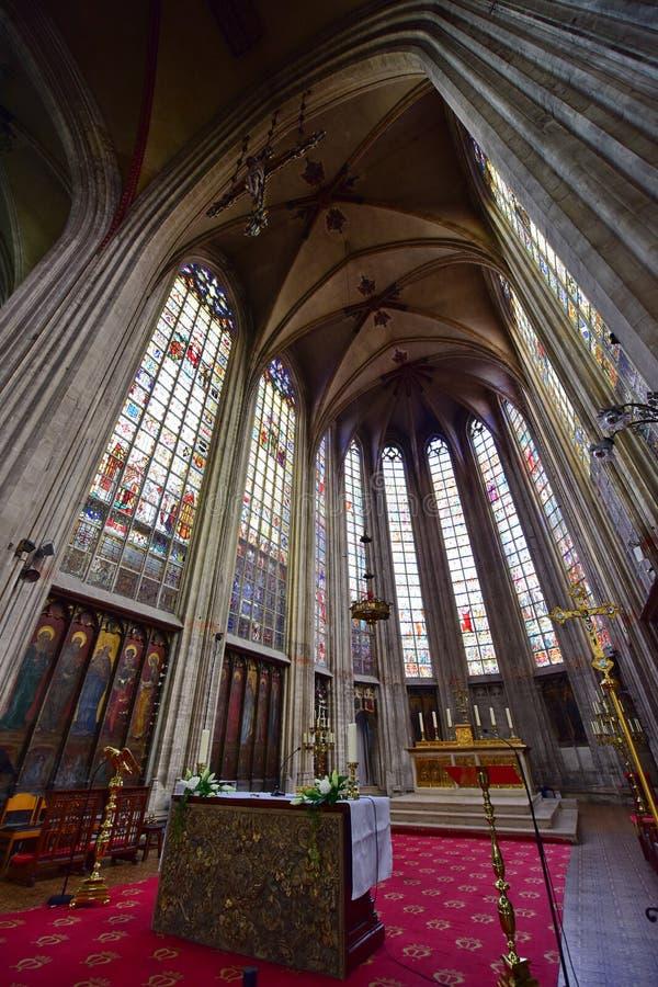 Interiores majestosos da igreja de nossa senhora abençoada do Sablon foto de stock royalty free