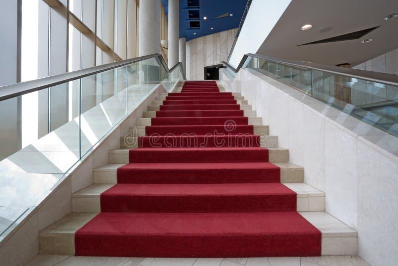 Interiores modernos com escadas foto de stock royalty free