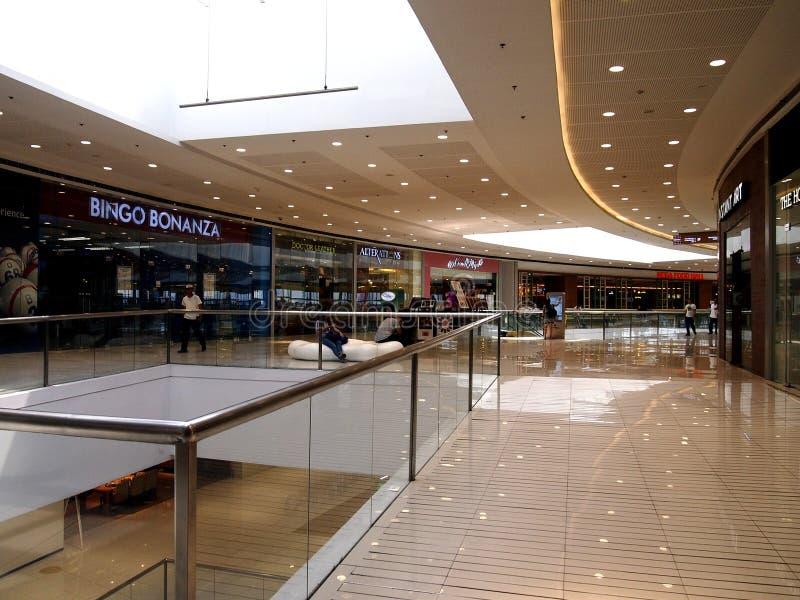 Interiores, vestíbulos y tiendas dentro del SM Megamall fotografía de archivo libre de regalías