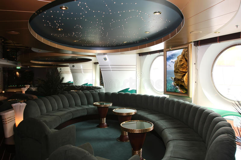Interiori e resto magnifici su crociera la nave immagini stock