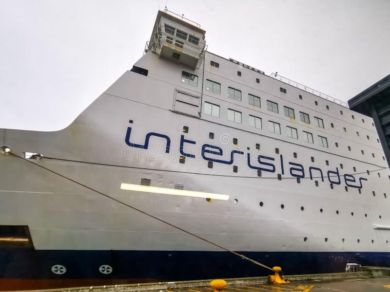 Interislander-Fähre am Hafen stockbilder