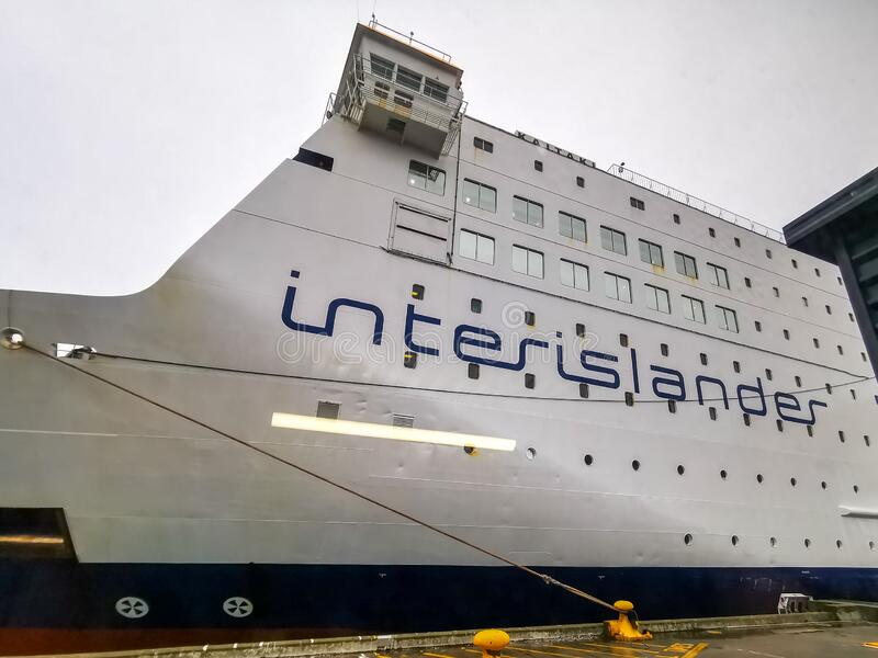 Interislander-veerboot op de haven stock afbeeldingen