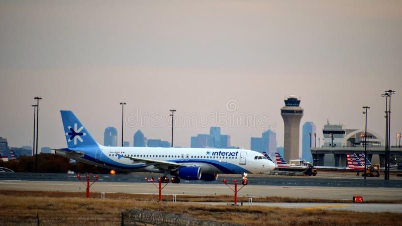 Interjet linii lotniczych Aerobus samolot gotowy dla start fotografia royalty free