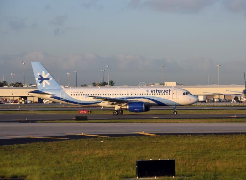 Interjet passagerareflygplan som ses i Miami arkivfoton
