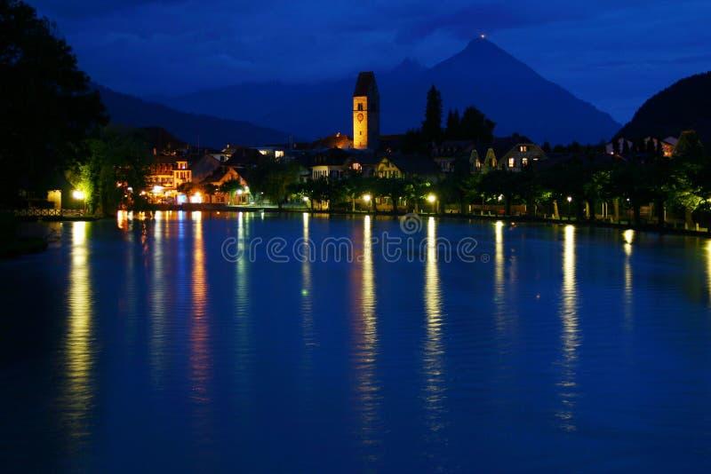 Download Interlaken reflexioner fotografering för bildbyråer. Bild av flod - 997401