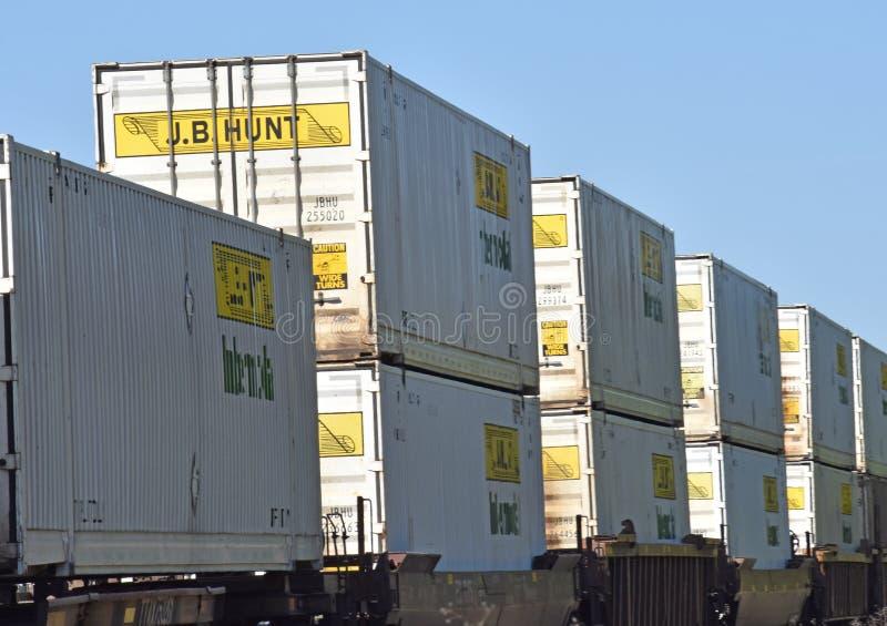 Intermodal vracht die op een trein reizen royalty-vrije stock afbeeldingen