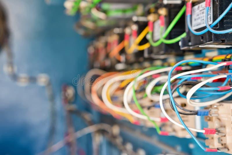 Intern apparaat van mobiele elektrische installatie met terminals stock foto's