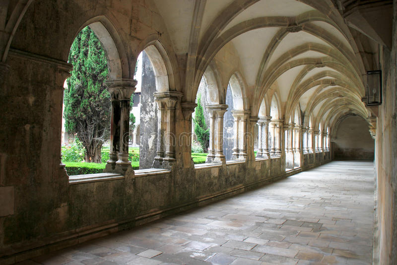 intern kloster för batalhakorridorer royaltyfri foto