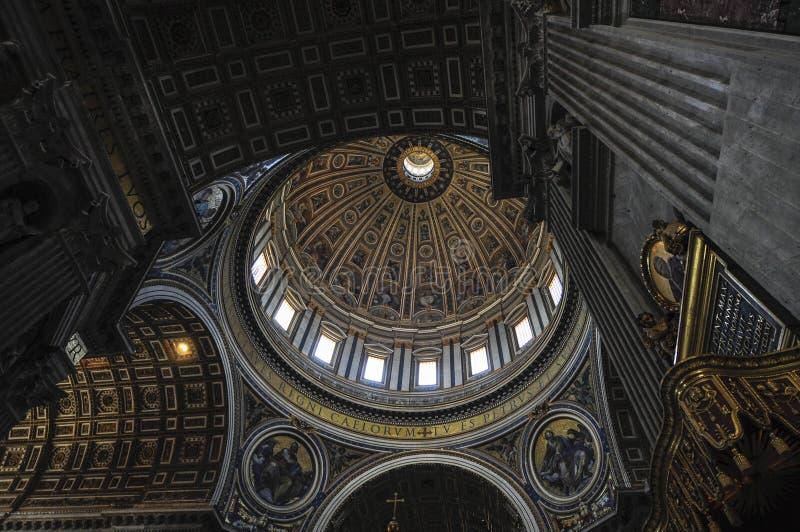 Intern von St- Peter` s Basilika, Rom Italien stockfotografie