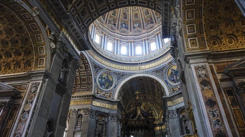 Intern von St- Peter` s Basilika, Rom Italien lizenzfreie stockbilder