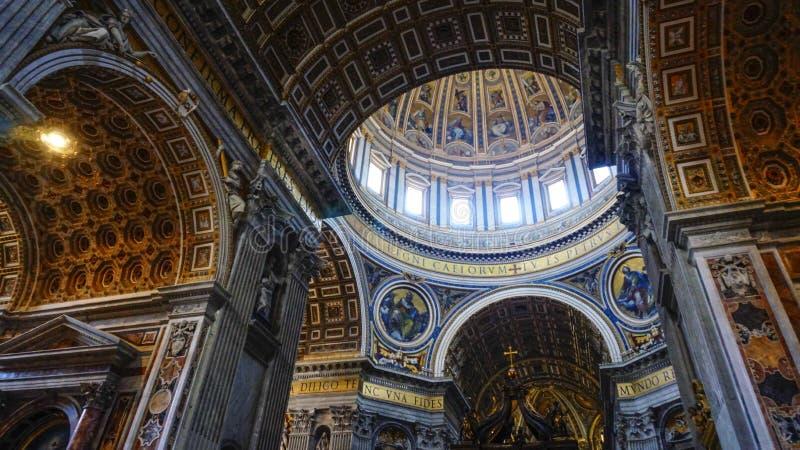 Intern von St- Peter` s Basilika, Rom Italien lizenzfreies stockbild