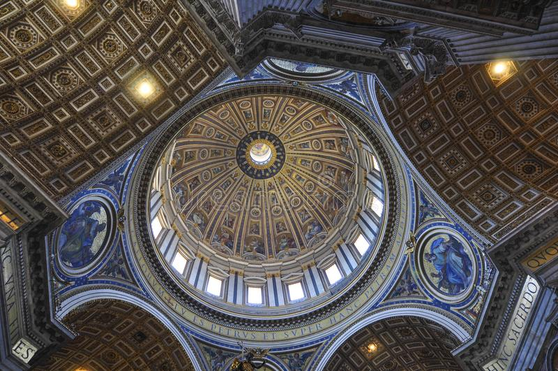 Intern von St- Peter` s Basilika, Rom Italien lizenzfreies stockfoto
