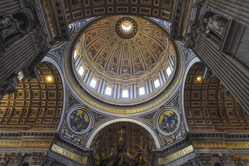 Intern von St- Peter` s Basilika, Rom Italien stockfoto