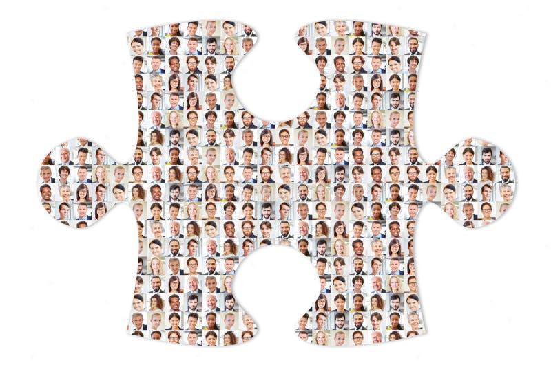 Internationaal commercieel team als raadsel en oplossing stock foto's