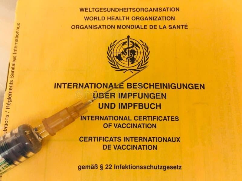 Internationaal de inentingscertificaat van de WGO stock fotografie