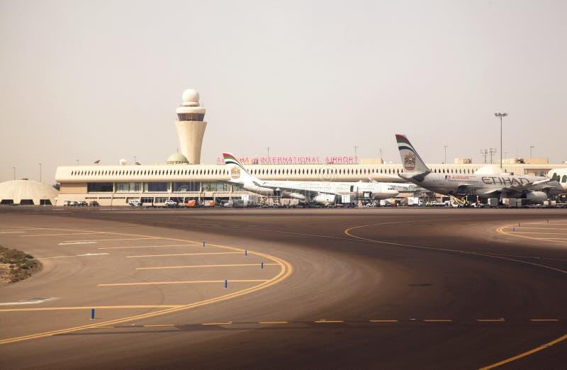 international för abuflygplatsdhabi arkivfoto