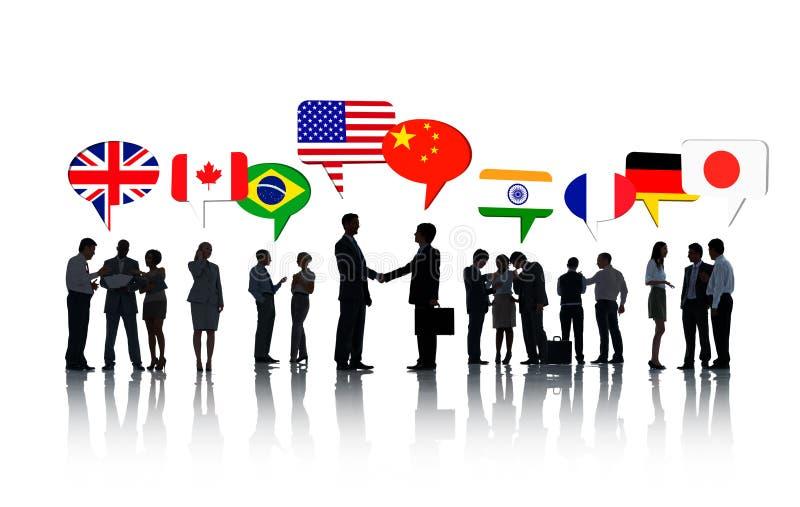 Internationale Bedrijfsmensen die samen spreken royalty-vrije illustratie