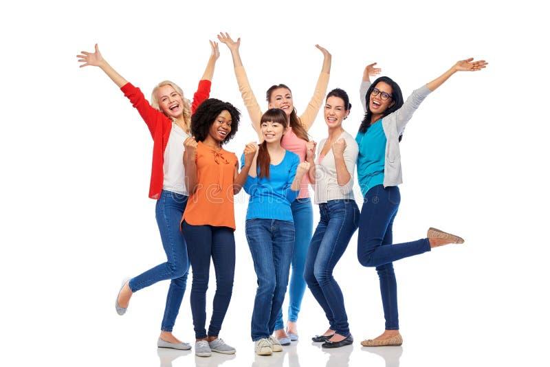 Internationale groep gelukkige glimlachende vrouwen stock foto's