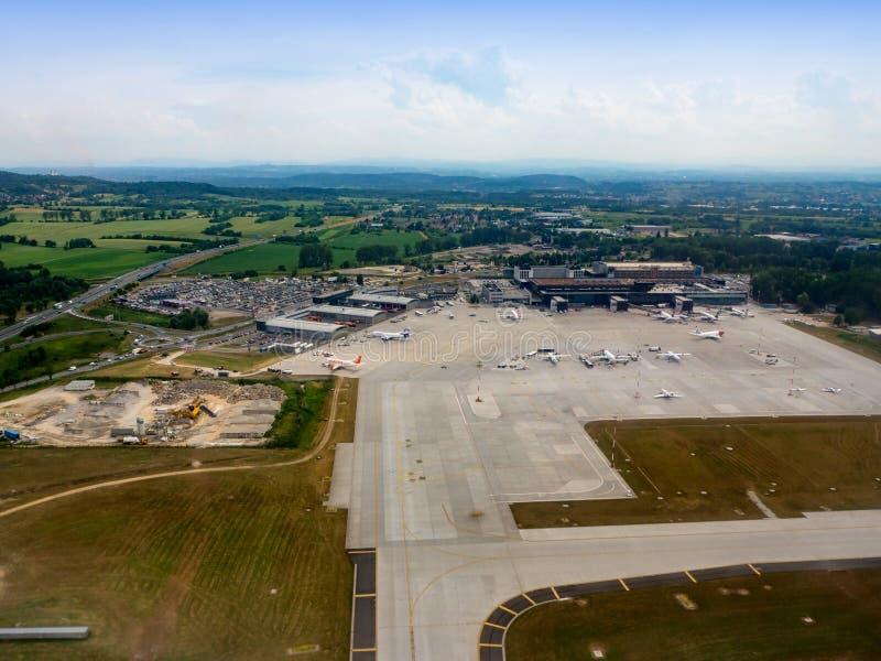 Internationale Luchthaven in Balice, Krakau, Polen Lucht Mening stock foto
