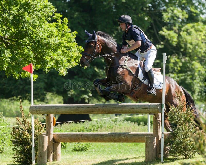Internationale Pferdeversuche Greg Kinsella Houghton, der Watermi reitet stockbild