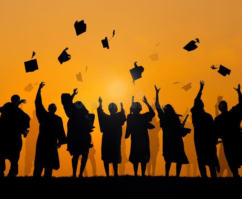 Internationale Studenten die Graduatie vieren stock afbeeldingen