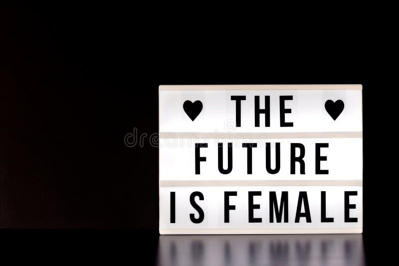 Internationale Vrouwen` s Dag - concept - ` de toekomst is vrouwelijke ` - lichte doos met bioskoopstijl het van letters voorzien stock foto's