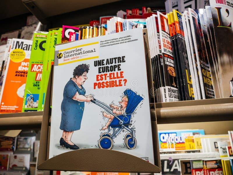 Internationale Zeitschrift des Kuriers mit komiks über Europa lizenzfreie stockfotografie