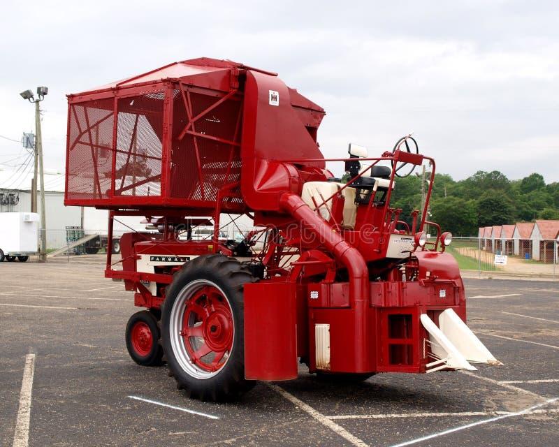 Internationaler Erntemaschine Farmall-Baumwollpflücker lizenzfreie stockbilder