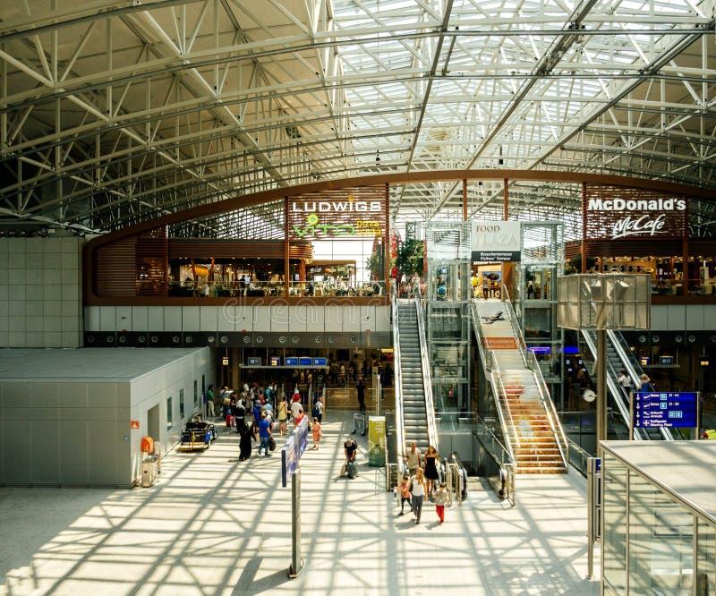 Internationaler Flughafen Flughafenabfertigungsgebäude-Frankfurts stockbild