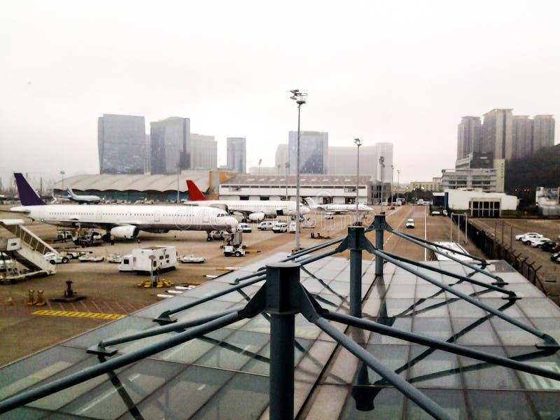 Internationaler Flughafen Macaos, nebelig, kalt, Winter stockfotografie