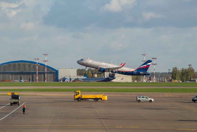 Internationaler Flughafen Sheremetyevo, Moskau-Region, Russland - 3. Mai 13, 2019: Flugzeuge des russischen Flugliniennehmens Aer stockbilder