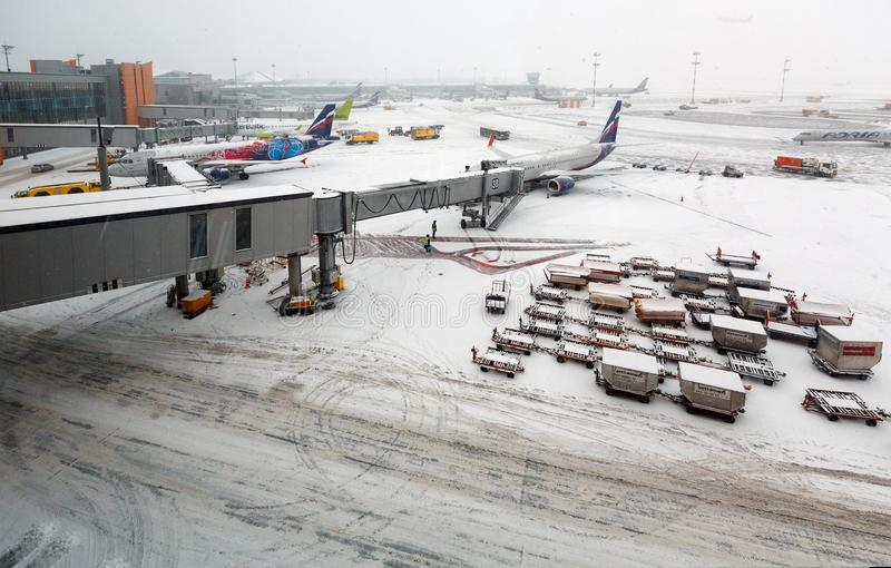 Internationaler Sheremetyevo-Flughafen während der Schneefälle Moskau, Russland stockfotografie
