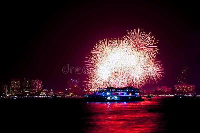 Internationales Feuerwerks-Festival in Pattaya-Stadt, Chonburi, thailändisch stockfotos