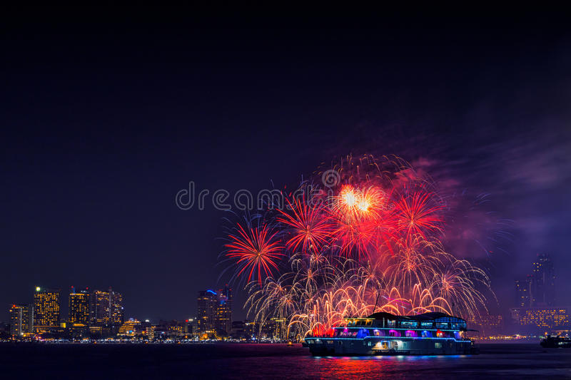 Internationales Feuerwerks-Festival Pattayas bei Chonburi stockfotos