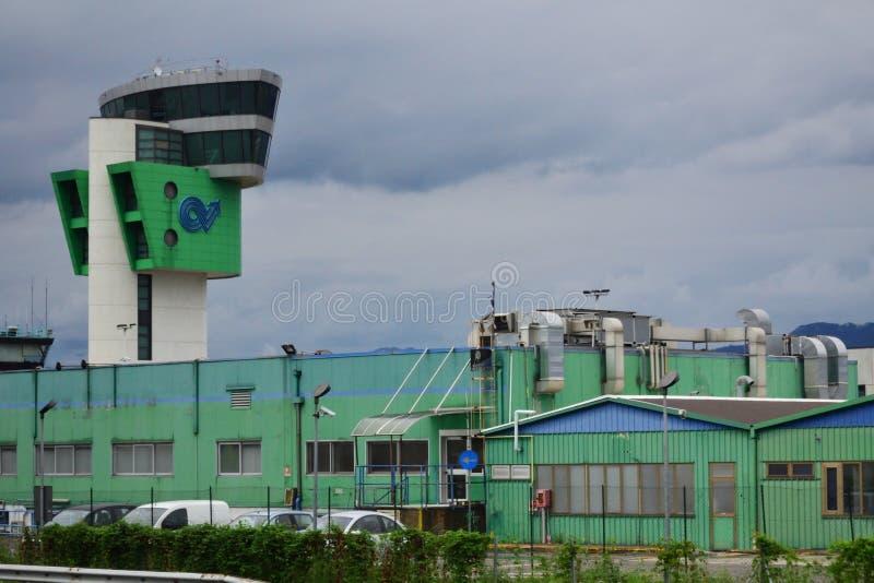Internationales Flughafenabfertigungsgebäude Italien Bergamos stockfotos