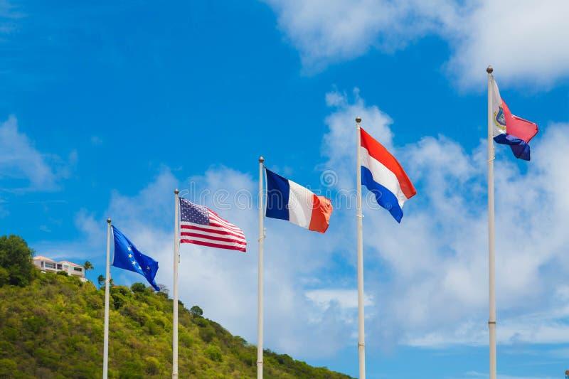 Internationalflaggor i karibiskt arkivbilder