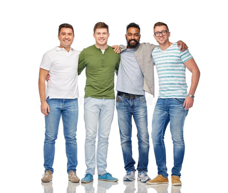 Internationell grupp av lyckliga le män arkivfoton