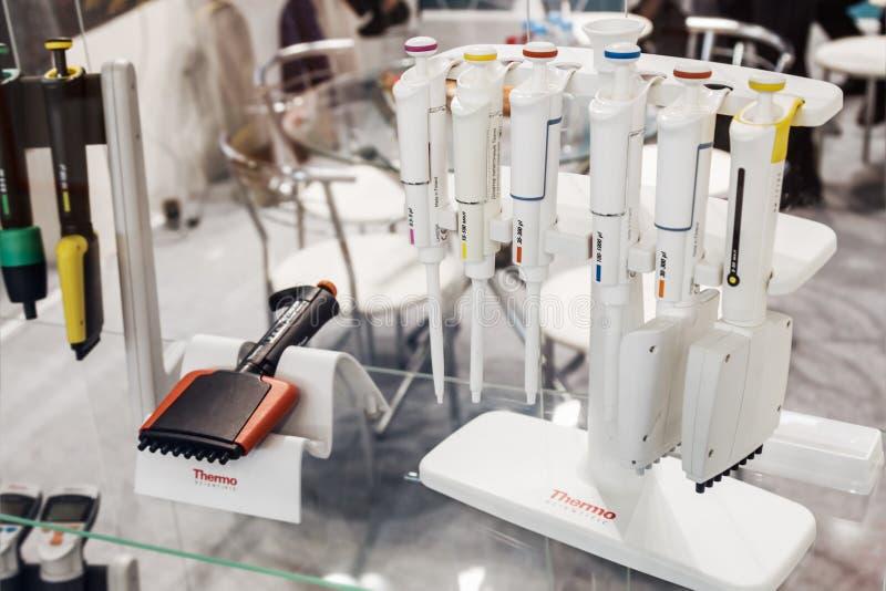 Internationell utställning av laboratoriumutrustning och kemikalie R royaltyfri fotografi
