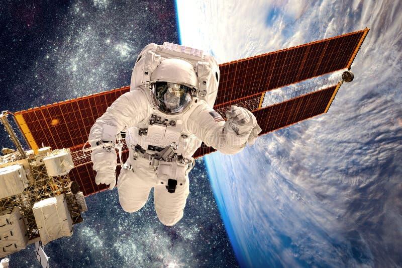 Internationella rymdstationen och astronaut arkivbilder